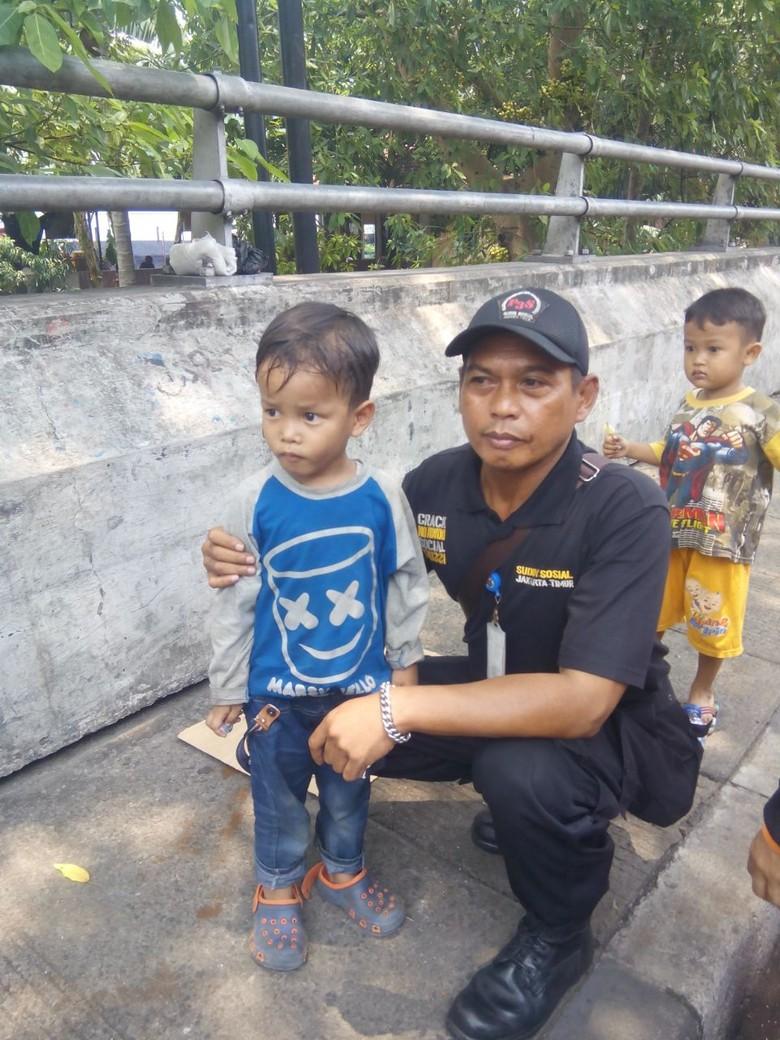 Tega! Seorang Ayah Tinggalkan Anak 5 Tahun di Pasar Rebo Jakarta