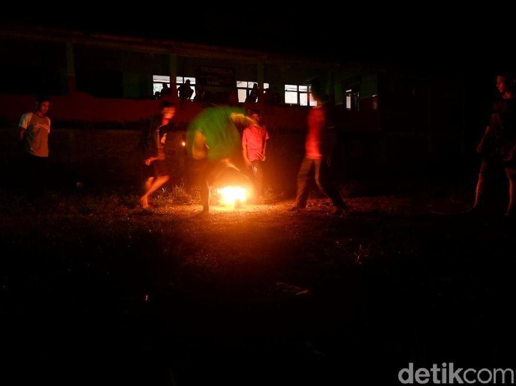 Sepakbola Api Untuk Peringati Hari Santri di Banjarnegara