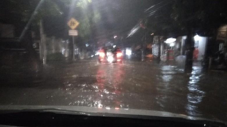 Hujan Deras, Jalan Pejaten Raya Tergenang 40 Cm