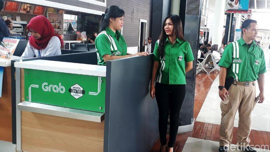 Pakai Taksi Online di Bandara Kena Biaya Pemesanan