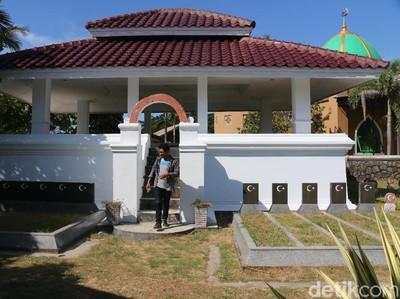 Perempuan Keturunan Turki Penjaga Makam Leluhur di Aceh