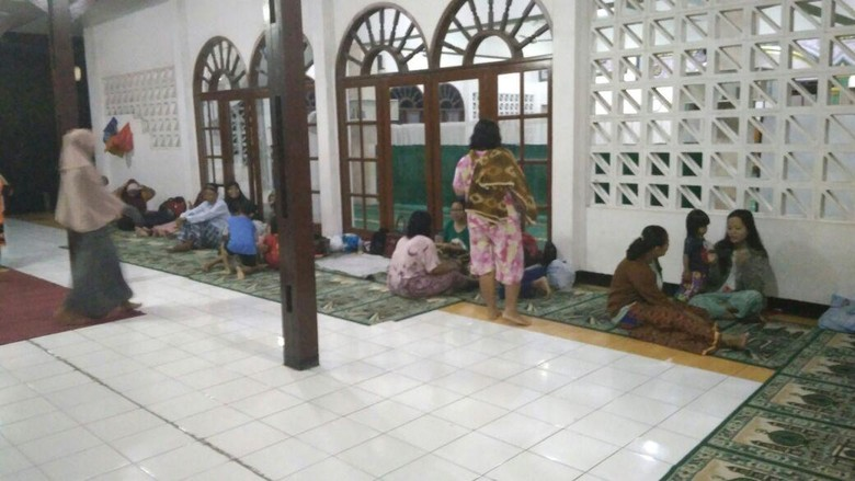 12 Warga Jatipadang Mengungsi karena Rumahnya Tergenang Kembali