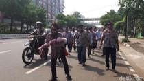 Sejumlah Zombie Long March di Ibu Kota