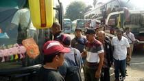 Ratusan Perangkat Desa di Mojokerto ke Jakarta Tagih Janji Jokowi