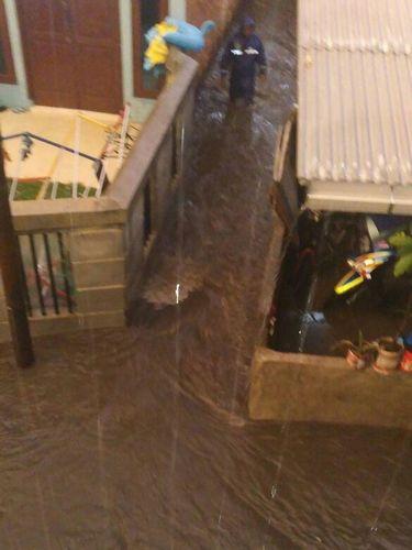 Banjir kembali menggenang karena curah hujan tinggi dan perbaikan tanggul yang belum selesai