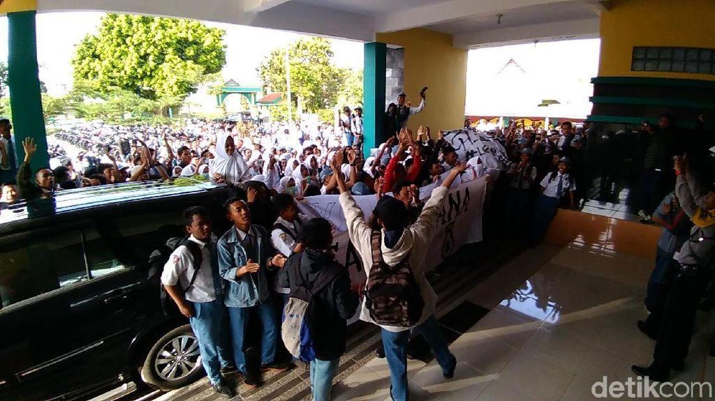 Ratusan Pelajar SMAN 6 Kota Kediri Demo, Ini Tuntutannya