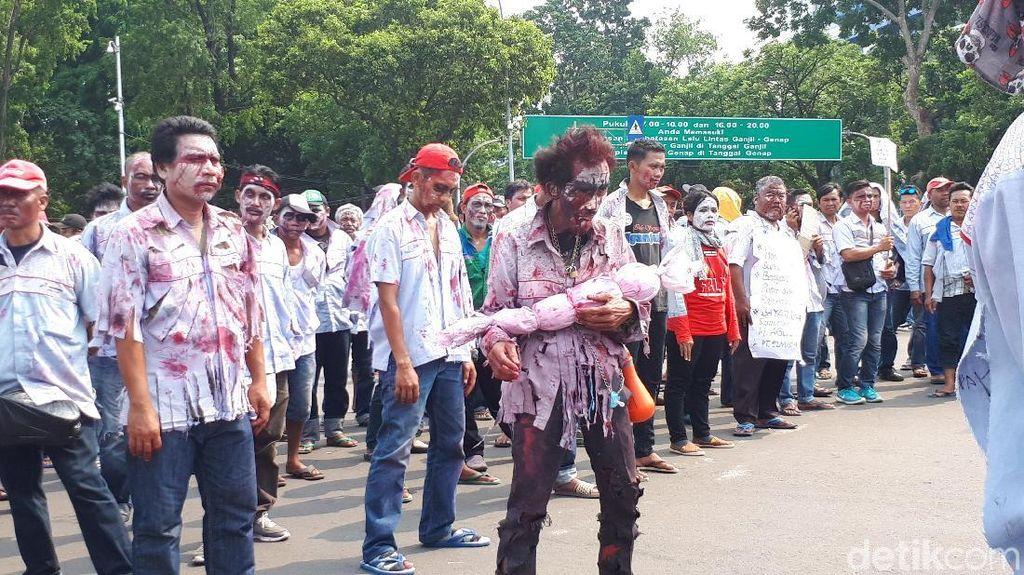 Tiba di depan Istana, Zombi AMT Ingin Temui Presiden Jokowi