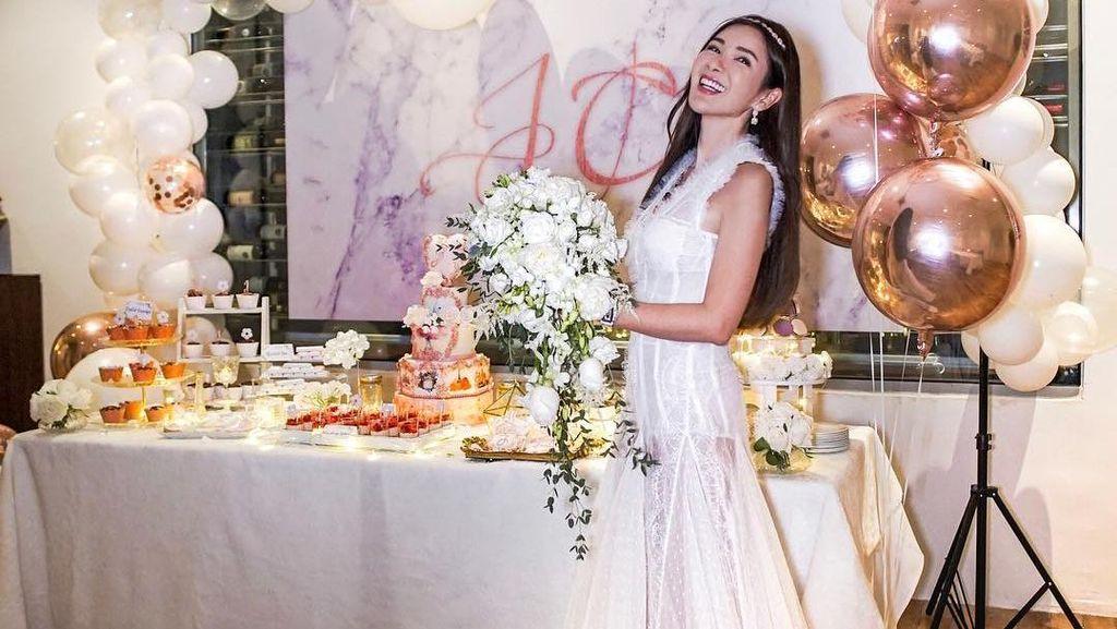 Foto: Ultah ke-44, Sosialita Cantik Singapura Ini Seperti Tak Menua