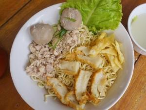 Kong Djie Coffee: Bernostalgia dengan Kopi Susu dan Semangkuk Mie Ayam Khas Belitung