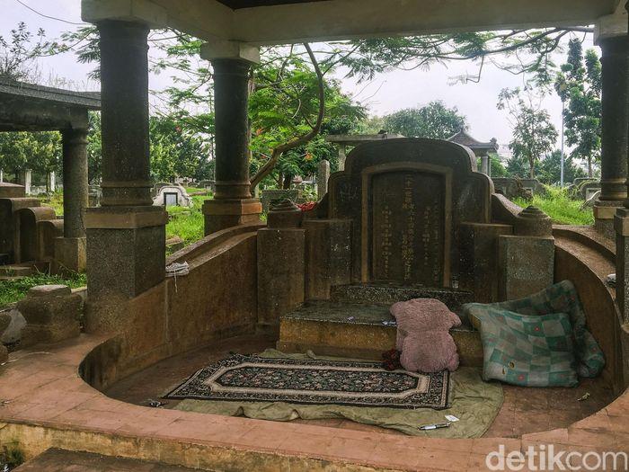 Lahan kompleks makan China yang terletak di Cipinang Besar, Jatinegara, Jakarta Timur ini digunakan sebagai tempat tinggal oleh para pemulung.