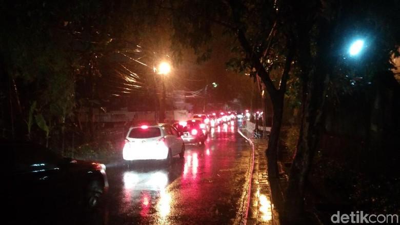 Kemang Utara Banjir, Lalin Macet Parah