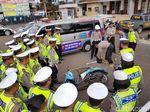 Polisi Garut Berbekal Gergaji Siap Hadapi Bencana Alam