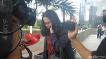 Notaris Amelia Bungkam Usai Diperiksa KPK Terkait e-KTP