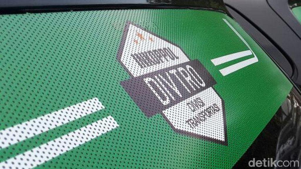 Ini Alasan Kemenhub Pasang Stiker di Taksi Online