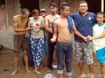 Mengenal Deni Solang Teman Orang Gila dari Sukabumi
