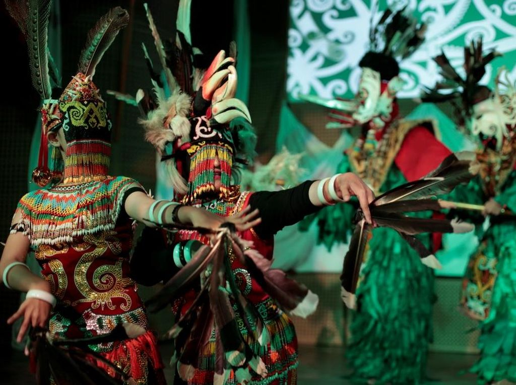 Tari Topeng dari Cirebon hingga Dayak Hadir di Galeri Indonesia Kaya