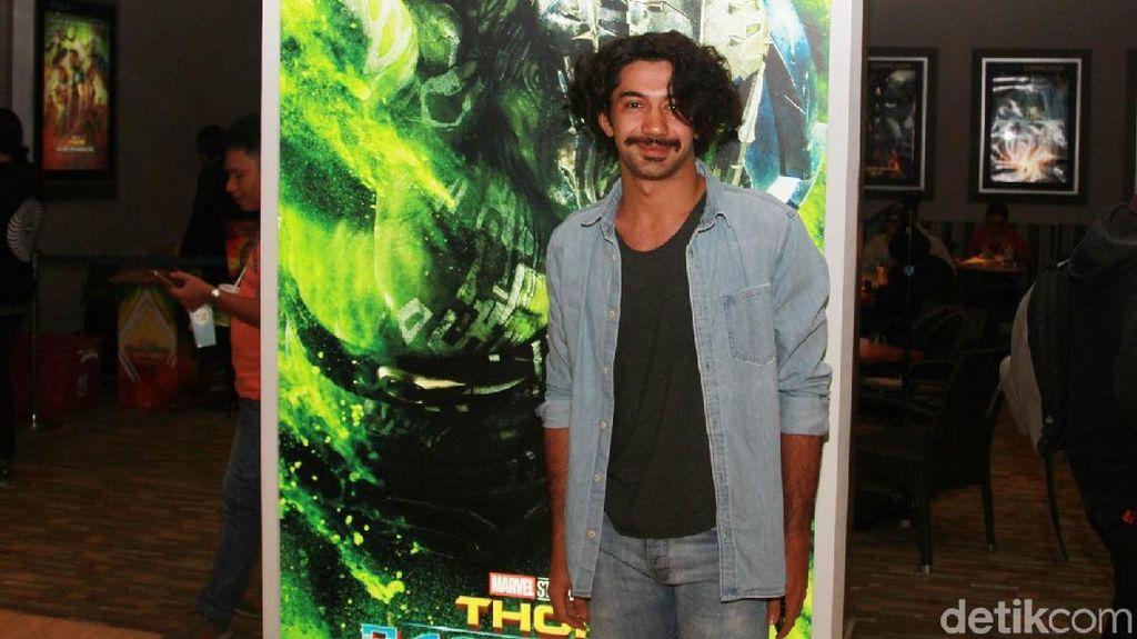 Jadi Chairil Anwar di Panggung Teater, Reza Rahadian Tumbuhkan Kumis