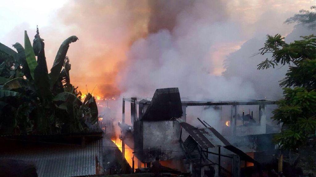 Orang Stres Diduga Bakar Rumah, Ratusan KK Kehilangan Tempat Tinggal