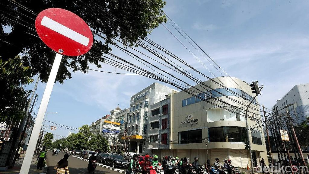 Uji Coba Sistem Satu Arah di Jalan Melawai