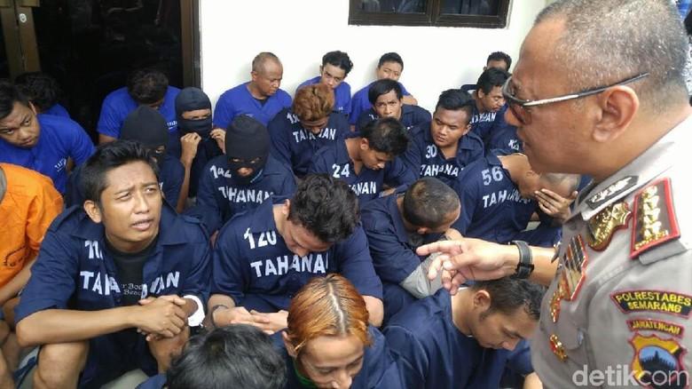 Hari Operasi Sikat Penjahat Ditangkap - Semarang Kepolisian Resor Kota Besar Semarang menangkap tersangka berbagai tindak pidana dalam Operasi Sikat Candi Kejahatan yang dilakukan