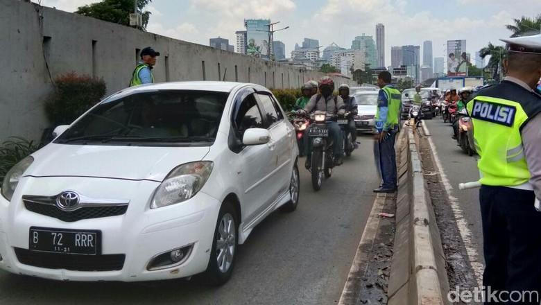 Pendemo Perppu Ormas Makin Banyak, Kendaraan Dialihkan ke Busway