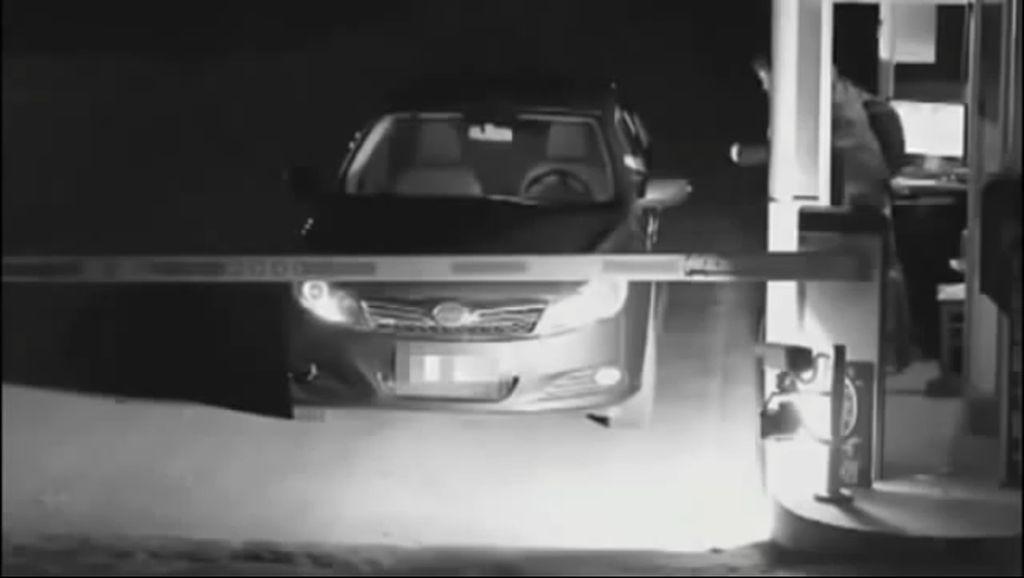 Wanita Ini Pura-pura Jadi Hantu Agar Tak Bayar Parkir