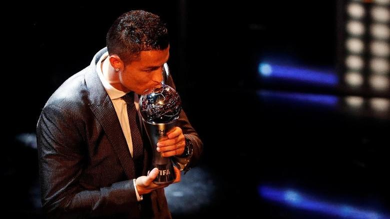 Cristiano Ronaldo yang baru menyabet gelar pemain terbaik dunia 2017 (John Sibley/Reuters)