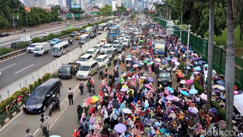 Massa Aksi Terus Berdatangan, Ini Pantauan dari Lensa Drone