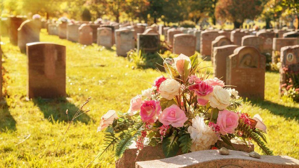 Kisah Pilu Pria yang Melangsungkan Pernikahan di Pemakaman Calon Istri