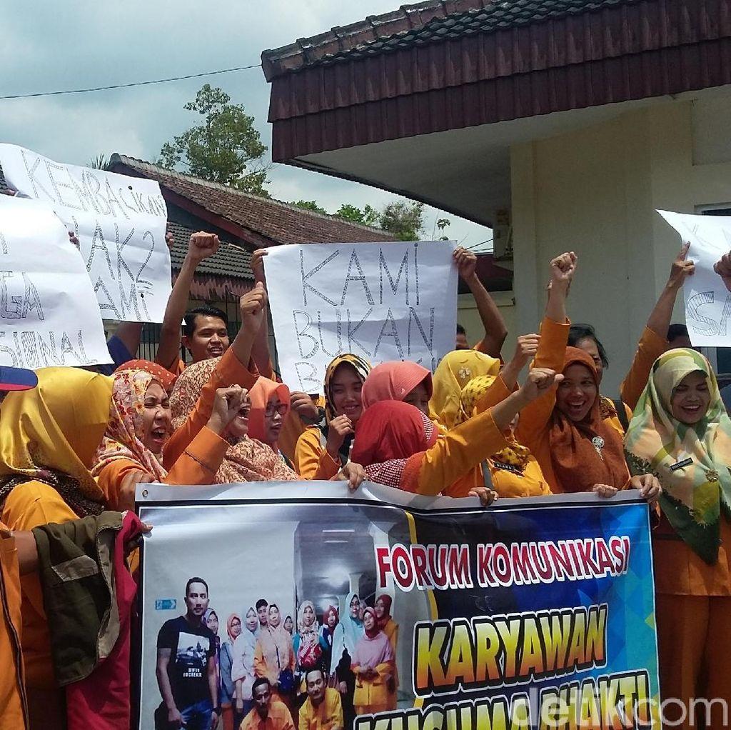 Puluhan Staf Medis RS di Bondowoso Tuntut Gaji Sesuai UMK
