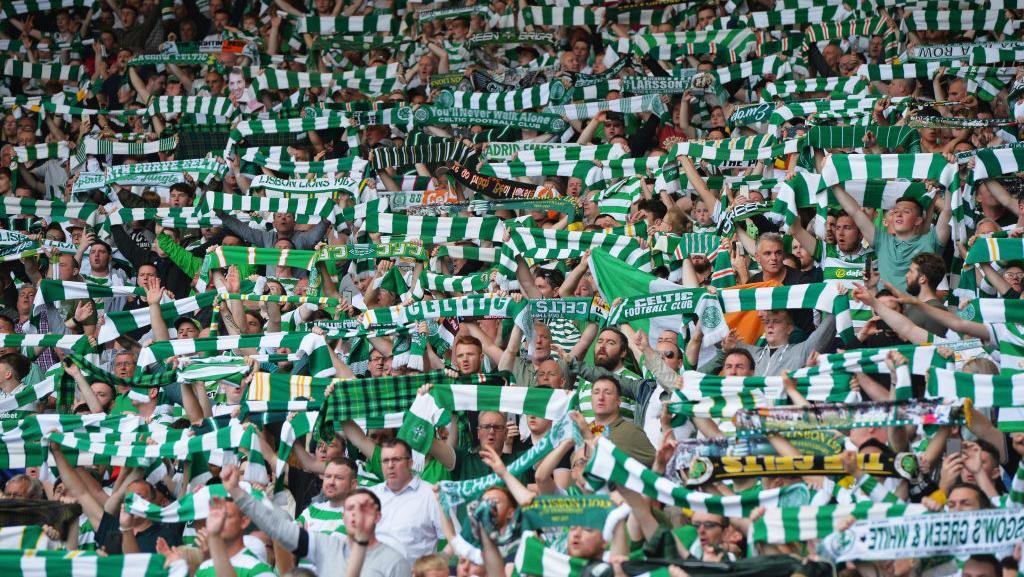 Suporter Celtic: Kembali Didenda UEFA, Raih Penghargaan FIFA