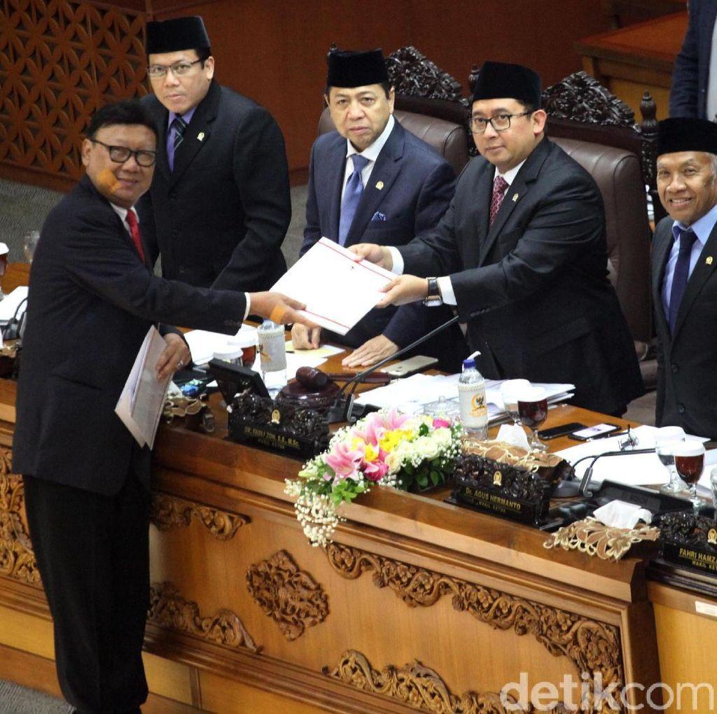 Bela Jokowi, Mendagri: Presiden Tidak Langgar UUD 1945!