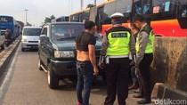 Ada Mobil Patah As, Lalin Jalan Matraman Arah Kampung Melayu Macet