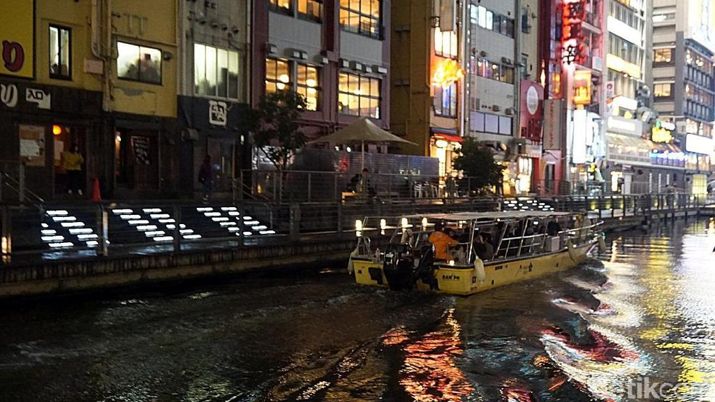 Menyusuri Kanal Dotonbori di Kala Malam, Romantisnya...