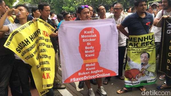 Tolak Stiker, Taksi Online: Mobil Kami Bukan Angkot