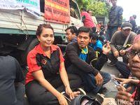Aksi Wanita Pengemudi Taksi Online Ikut Demo Tolak Aturan Baru