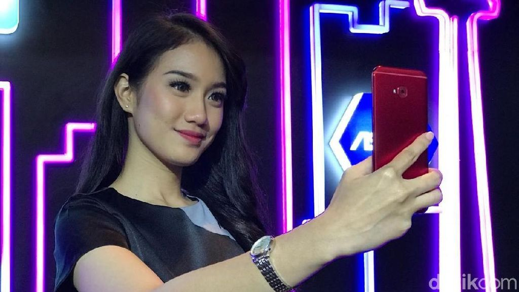 Curhat Asus, Sulitnya Membuat Zenfone 4 Selfie Pro