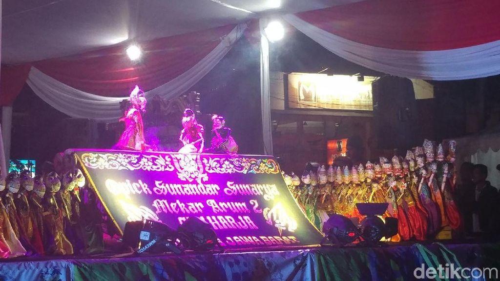 Wayang Golek Akhiri Ritual Penutupan Seni Bandung #1