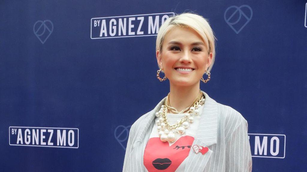 Foto: Senyum Ceria Agnez Mo Saat Umumkan Bisnis Fashion