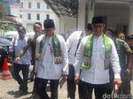 Bertemu JK, Anies-Sandi Jalan Kaki ke Istana Wapres