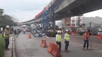 Kontraktor Telusuri Penyebab Crane Proyek Tol BORR yang Jatuh