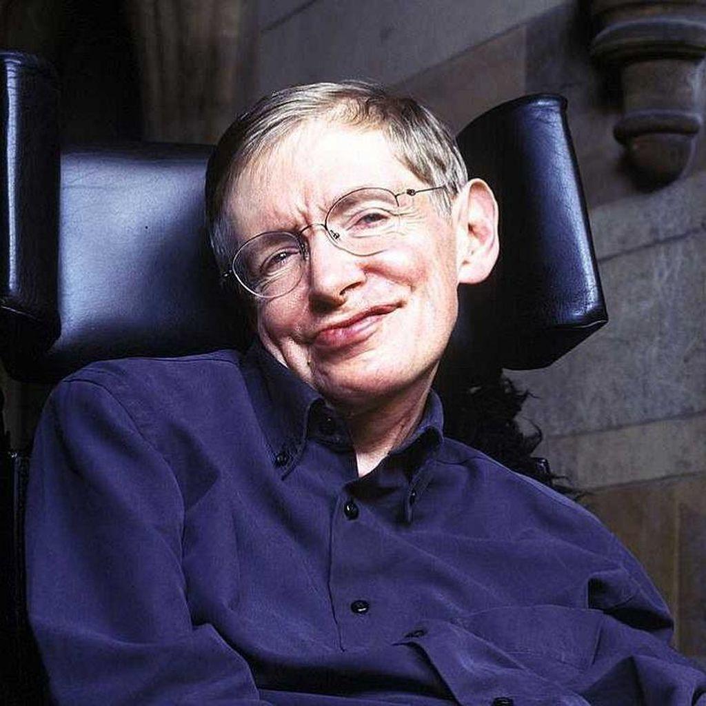 Stephen Hawking: Bumi Sudah Terlalu Kecil Bagi Manusia