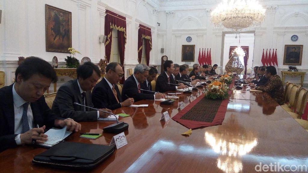 Jokowi Temui Mantan PM Jepang Bahas Proyek MRT Hingga Listrik