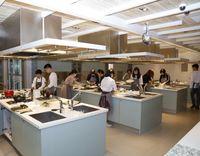 Kalau ke Seoul, Kini Muslim Bisa Belajar Masak Makanan Korea yang Halal!