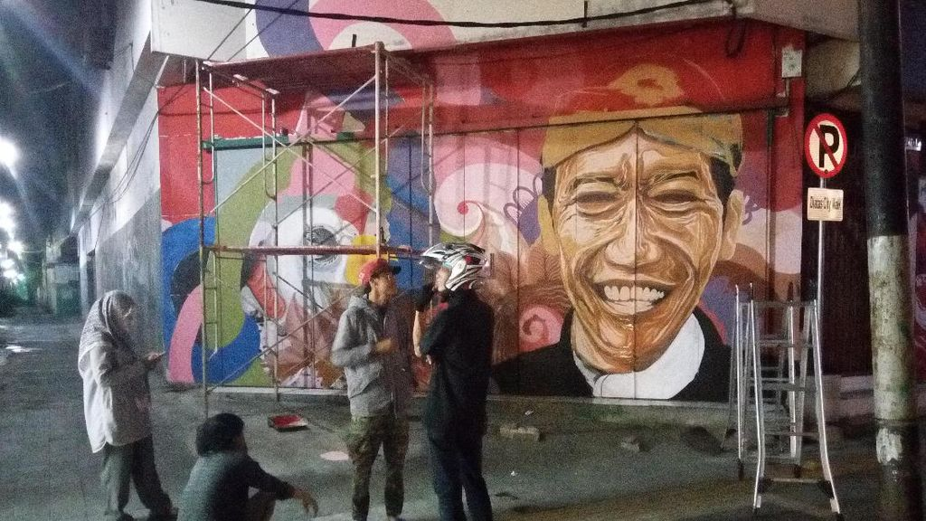 Cakep! Pertokoan di Solo Disulap Jadi Galeri Mural Nasionalisme