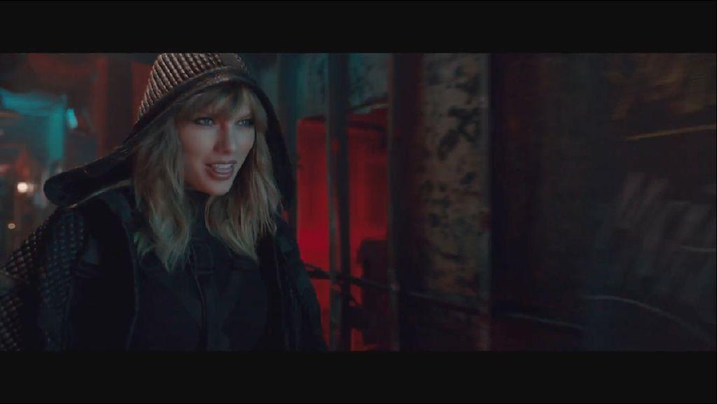Duh! Stalker Bobol dan Numpang Tidur di Rumah Taylor Swift