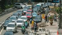 Foto: Revitalisasi Jalur Pedestrian di Depan Trisakti yang Buat Macet