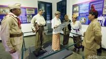 Berkostum Pejuang, Karyawan Telkom Datangi Museum Sumpah Pemuda