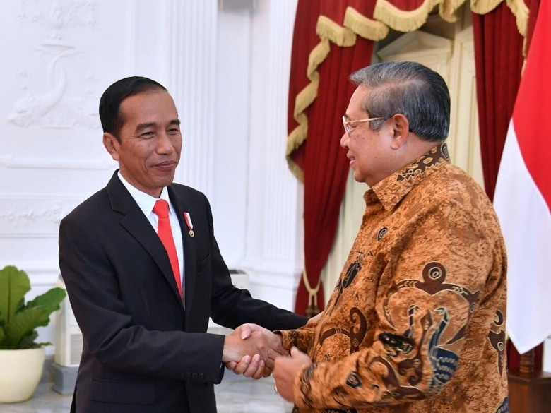 Jokowi Beri Undangan Pernikahan Kahiyang ke SBY