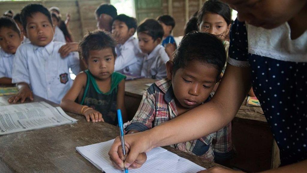 Suka-Duka Helen Mengajar Anak Pedalaman Sumatera